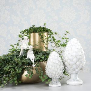 Kotte ljusgrå dekoration