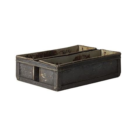 Gammal vintage plåtlåda med två fack