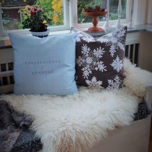 Kuddfodral med iskristaller och snöflingor stikkan design