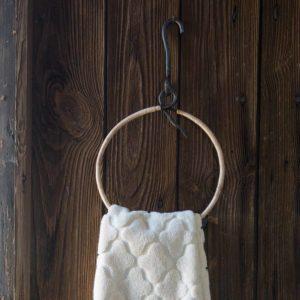 Rund handdukshängare i bambu och smide
