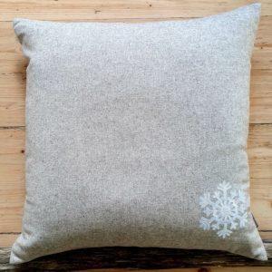 Kuddfodral i ull med snöflinga