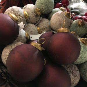 Mörkröda julgranskulor