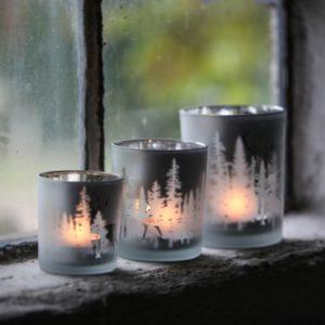 Ljuslykta med skog mönster