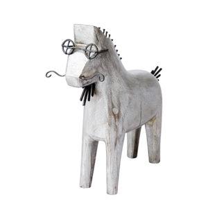 Trähäst med glasögon och mustasch