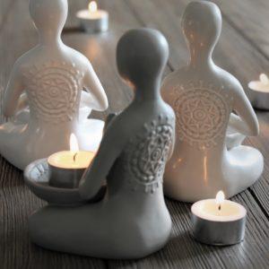 Majas Cottage Yoga Girl Vit värmeljus