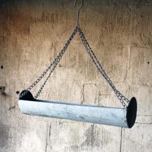 Hängande hylla med krokar i zink
