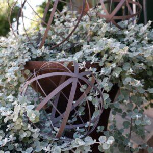 Bandklot trädgårdsklot i metall