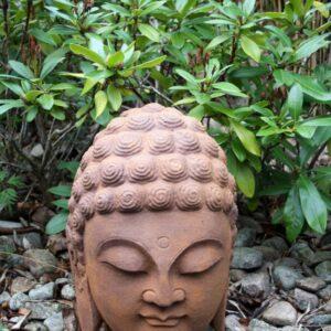 Buddhahuvud trädgårdsdekoration i rost