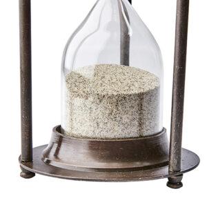 Timglas med ljus sand i antik mässing