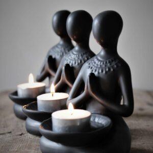Majas Cottage Yoga Girl svart värmeljus