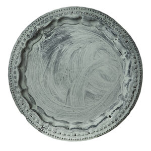 Fat ljusfat bricka i svartgrå metall