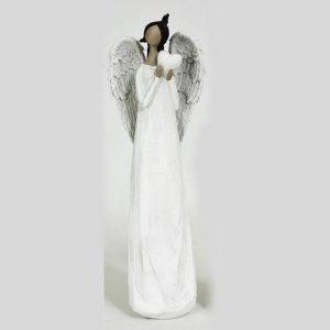 Stående vit ängel med ett hjärta i händerna
