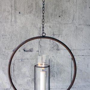 Hängande ljusring med stormglas i rostig metall