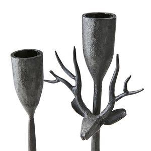 Ljusstake i svart smide med ett hjorthuvud