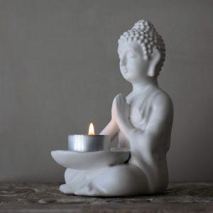 Majas Cottage Buddha ljushållare vit