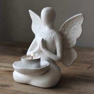Majas Cottage yoga girl butterfly vingar