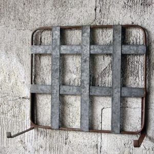 Vägghållare till balkonglåda i zink