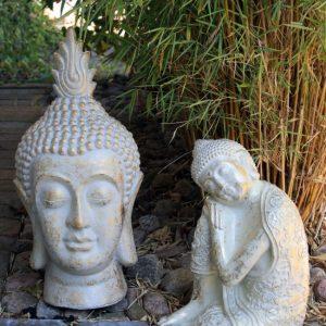 Vilande buddha trädgårdsdekoration i vitguld