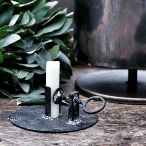 Ljusstake i svart metall med skruvstäd