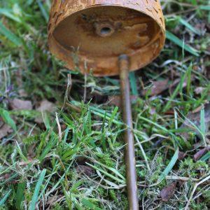 Trädgårdsdekoration rostig ängel på pinne
