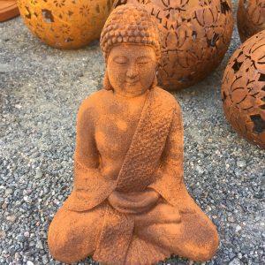 Sittande buddha rostig trädgårdsdekoration