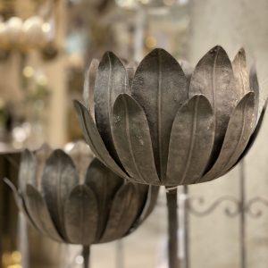 Marschallhållare i grå metall blomma