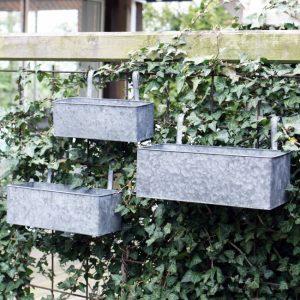 Balkonglåda i zink med fäste
