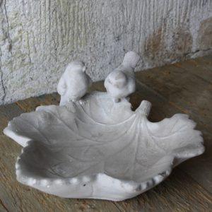 Fågelbad grå cement löv fågel