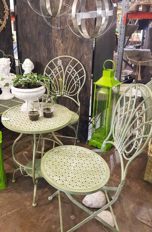 Ljusgrön cafeset bord stolar smide