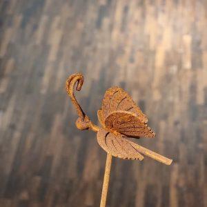 trädgårdsdekoarion eldgarden fjäril rost