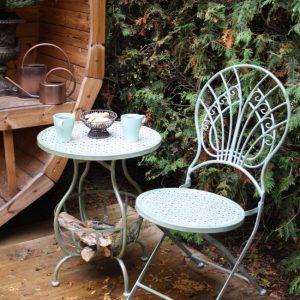 Ljusgrön cafeset bord stolar