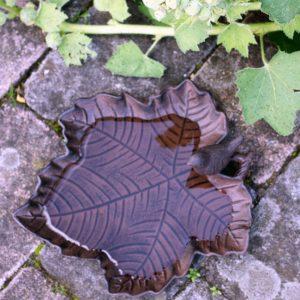 Fågelbad i gjutjärn löv
