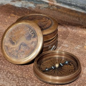 Kompass brun mässing dekoration